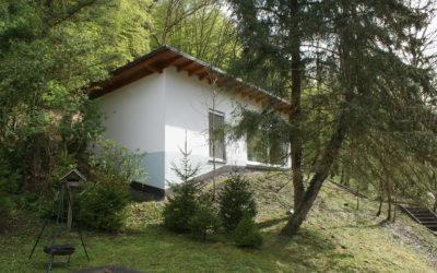 Schickes, modernes Ferienhaus, zwischen Waldrand und der Lahn