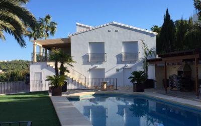 Moderne Villa mit Meeres-Panoramablick & separatem Gästeappartement