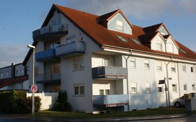 Schicke, helle 2 Zimmer Wohnung, Balkon & Stellpatz