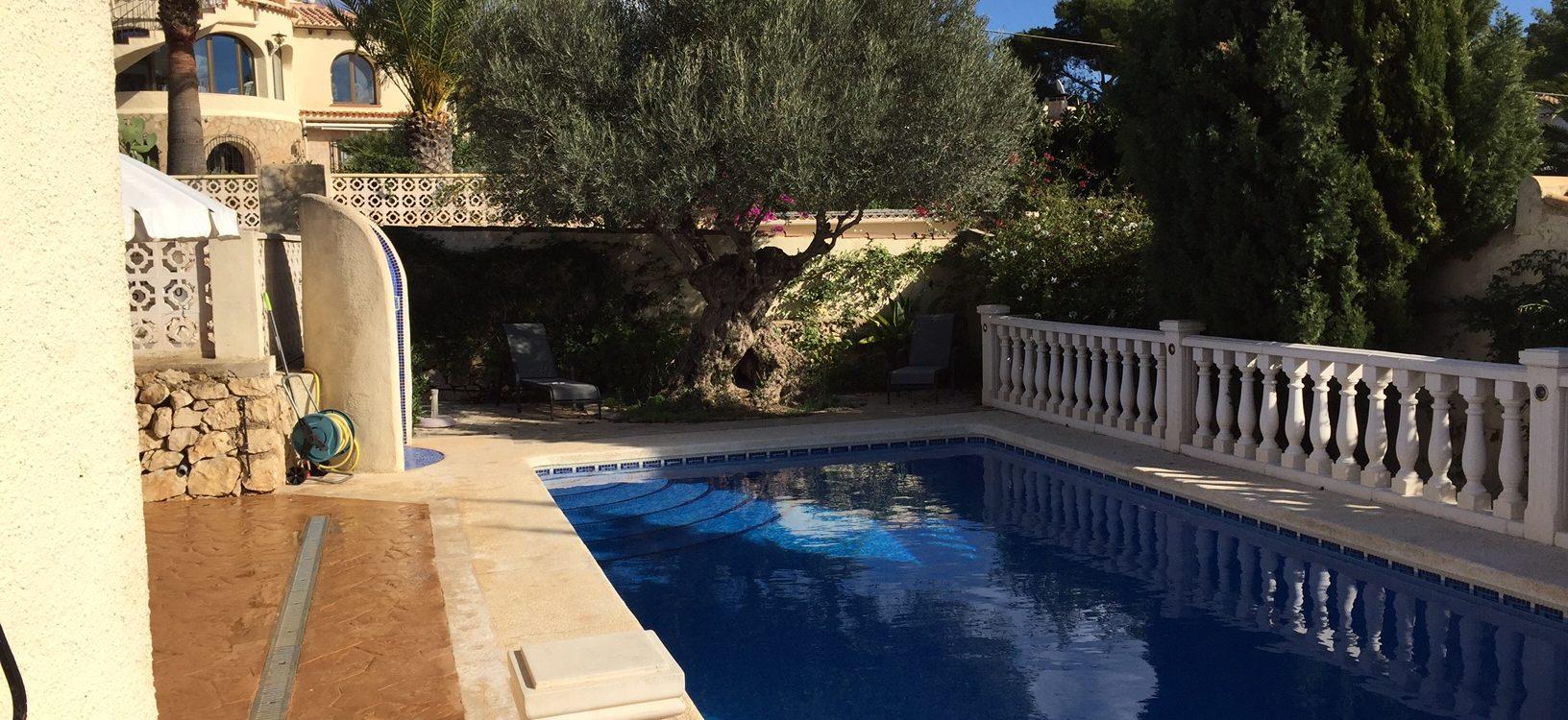 Villa mit Schwimmbad und schöner Aussicht