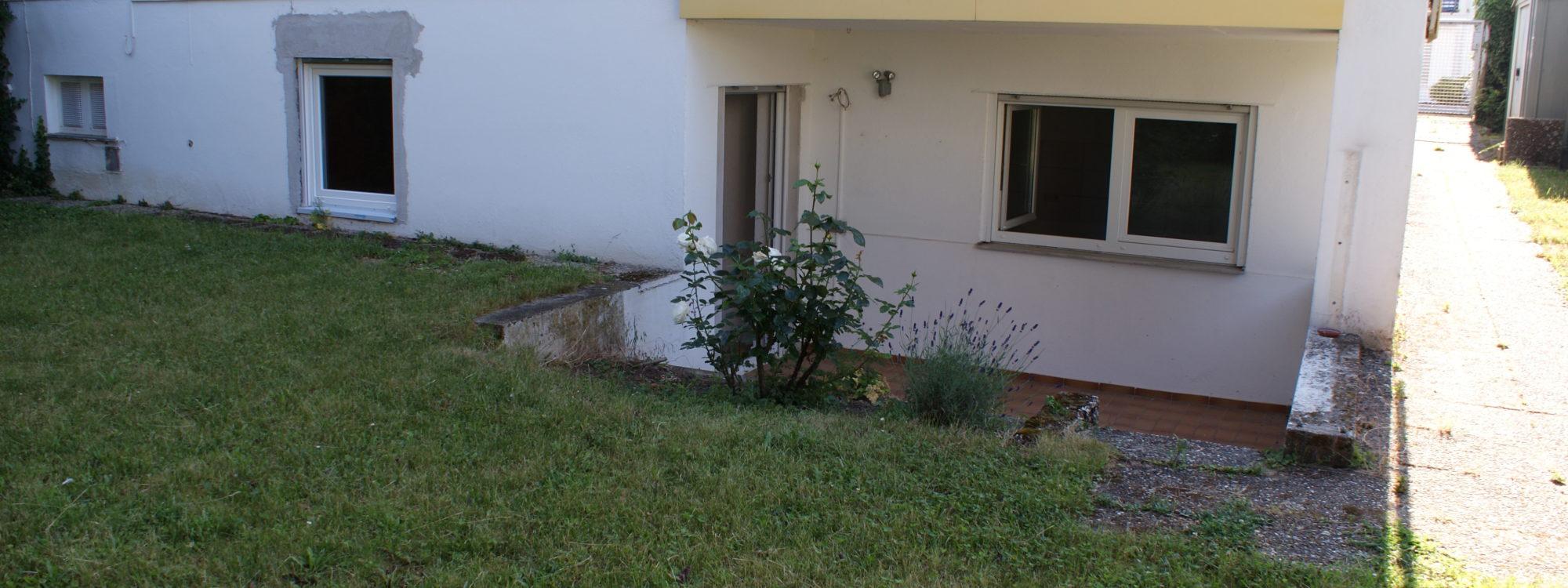 Helle, geräumige 2 Zimmer Souterrainwohnung mit Terrasse