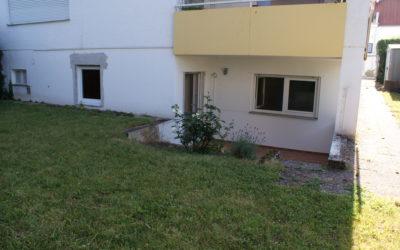 Vermietet!  –  Helle, geräumige 2 Zimmer Souterrainwohnung mit Terrasse