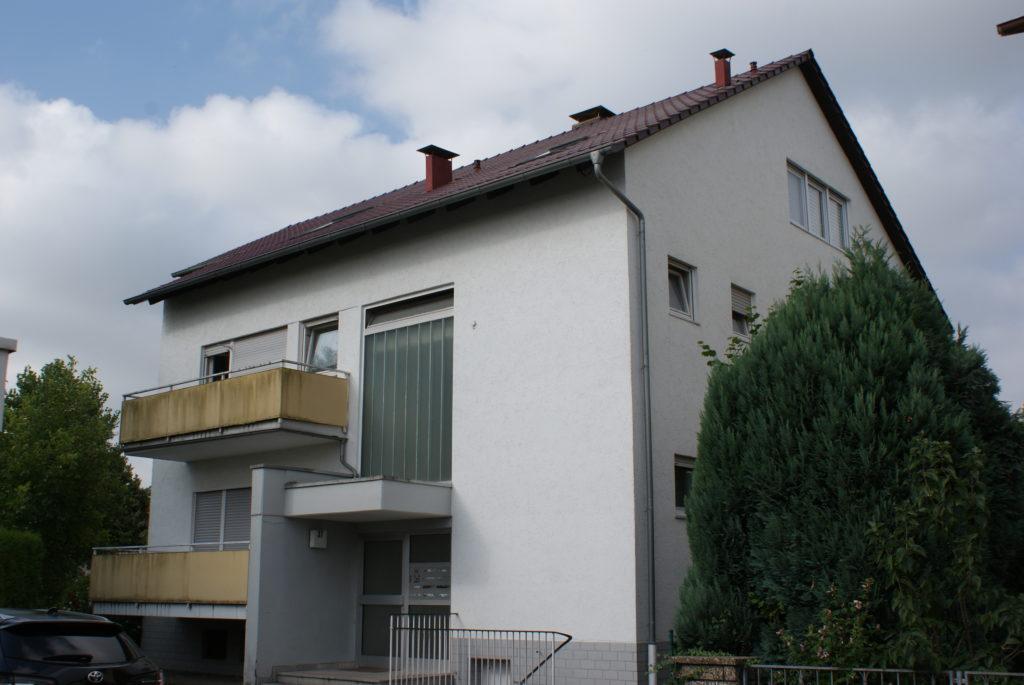 Geräumige Erdgeschosswohnung mit Balkon