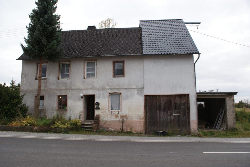 Einfamilienhaus – für Handwerker, mit großem Grundstück