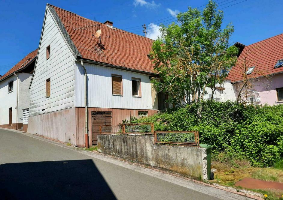 Geräumiges Einfamilienhaus, ideal für Handwerker